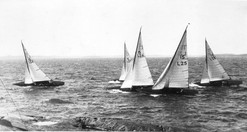....1927 15-valör boats SPEED II (L-24), TÄRNAN (L-25), ALICE (L-26), CARMELA (L-27) ja LOVISA (L-28)racing. Photo: ASS.. 15-valööriset SPEED II (L-24), TÄRNAN (L-25), ALICE (L-26), CARMELA (L-27) ja LOVISA (L-28) kilpailussa Airistolla. Kuva: ASS ....