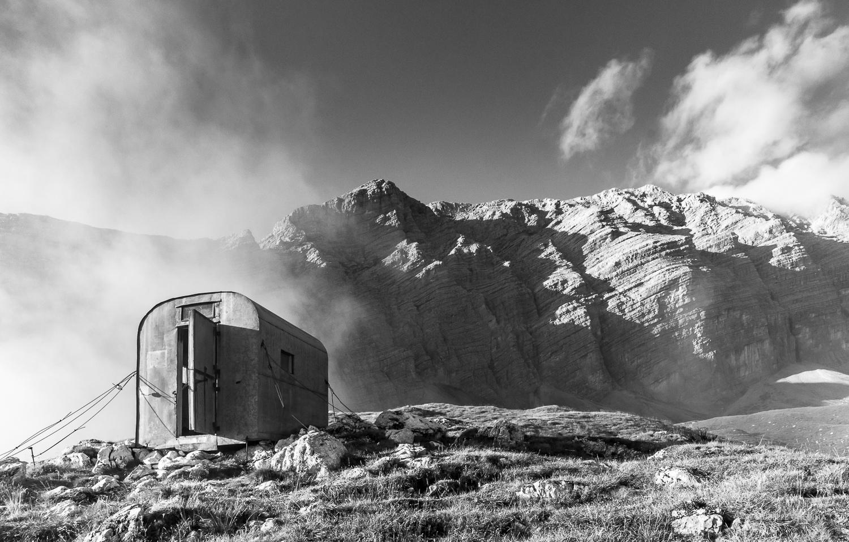 Sullo sfondo Ra Geralbes_Piccola Croda Rossa _ PHOTO  © GIUSEPPEGHEDINA.COM