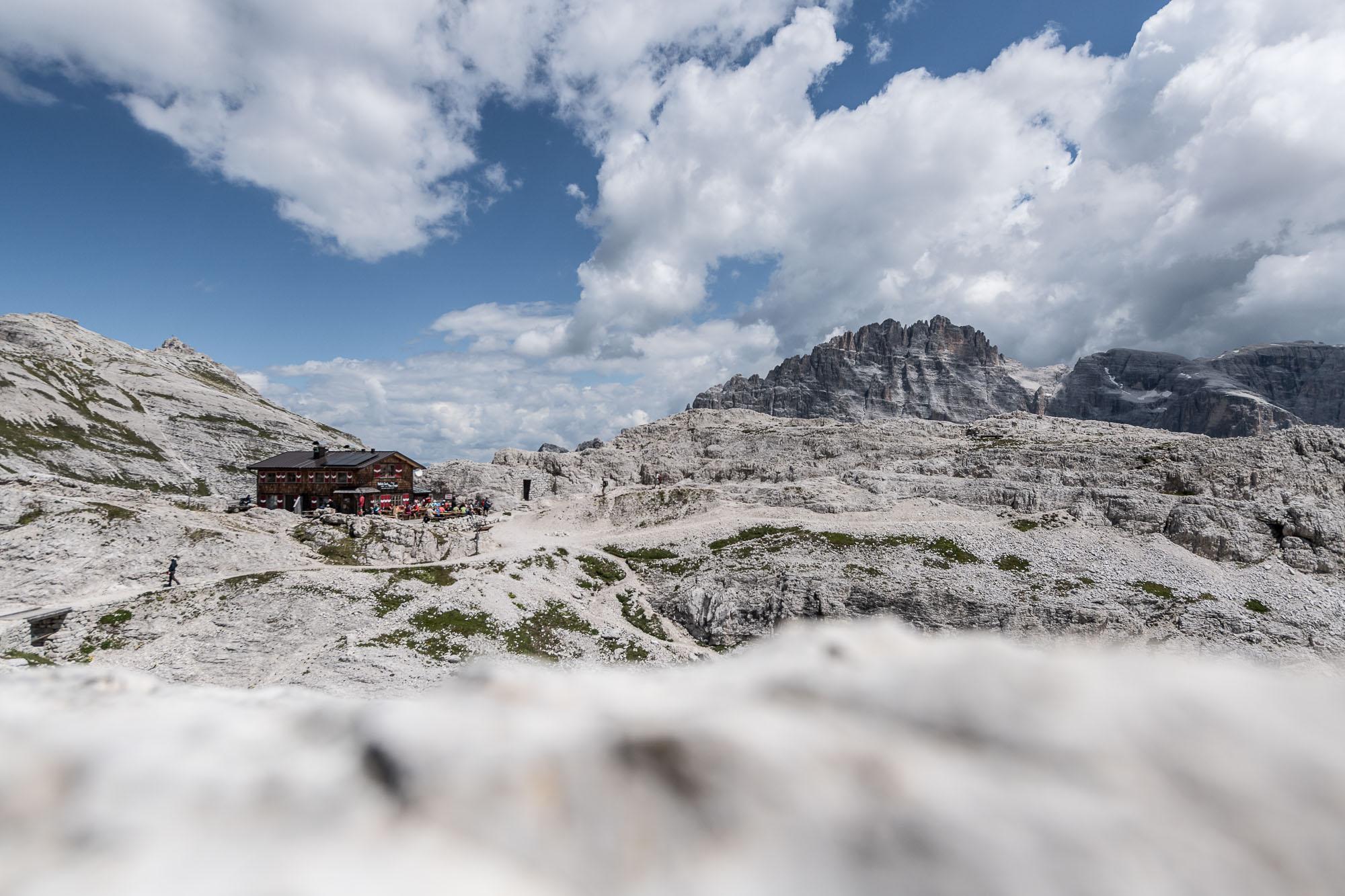 IL  RIFUGIO PIAN DI CENGIA - BÜLLELE JOCH HUTTE _ PHOTO  © GIUSEPPE GHEDINA