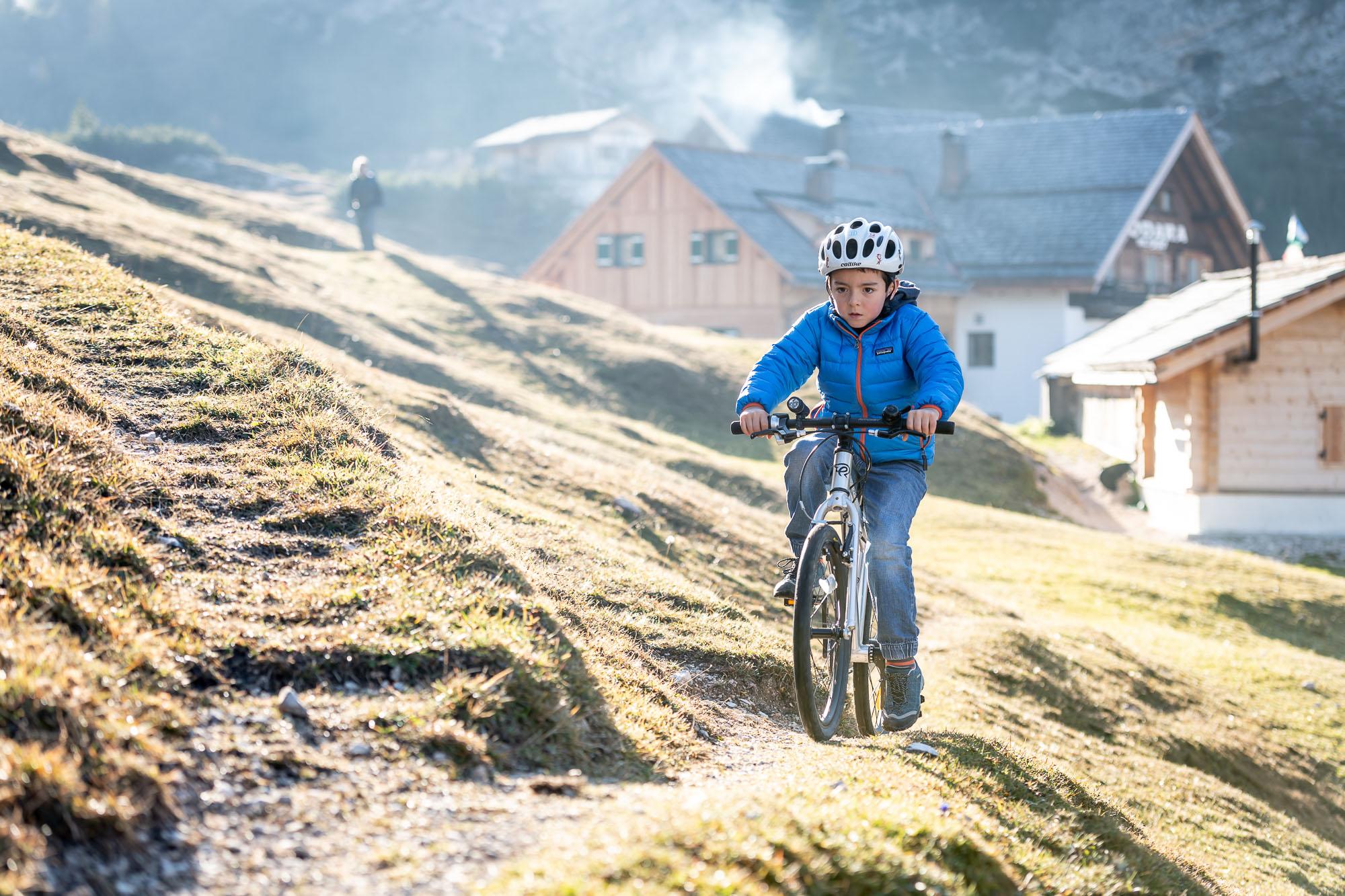 Lasciando l'Alpe di Fodara di primo mattino _ Bike  EARLY RIDER  _ PHOTO  ©GIUSEPPEGHEDINAFOTOGRAFO