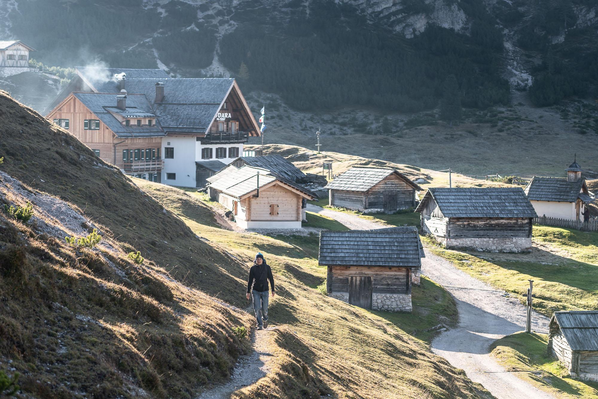 L'Alpe di Fodara: sulla sinistra il Rifugio Fodara _ PHOTO  ©GIUSEPPEGHEDINA