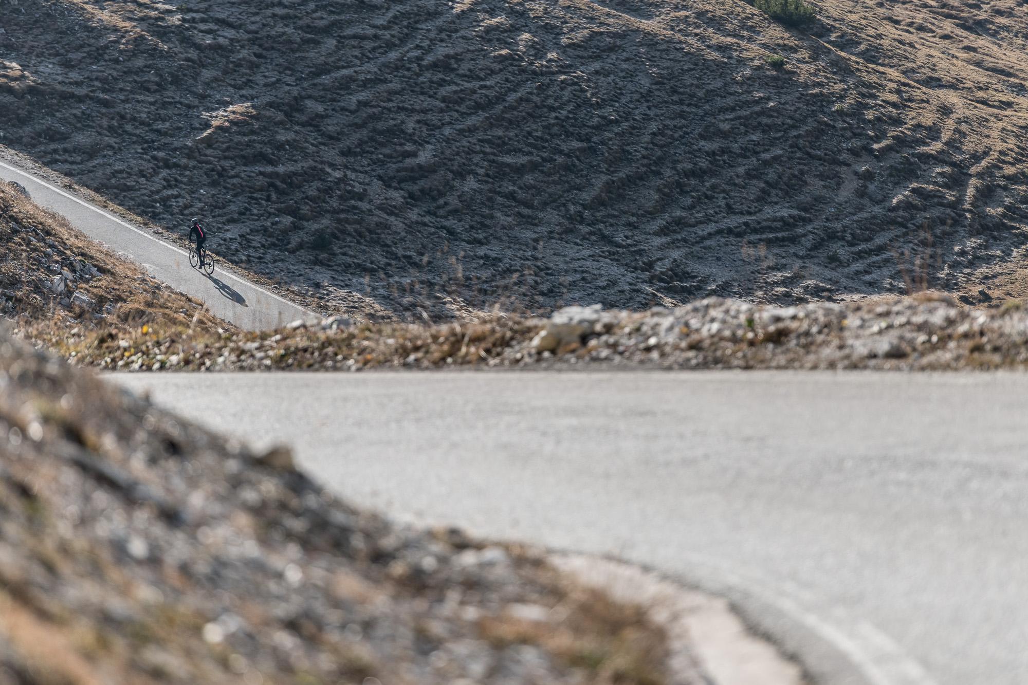Il susseguirsi di tornanti degli ultimi 4 chilometri. PHOTO  ©GIUSEPPEGHEDINAFOTOGRAFO