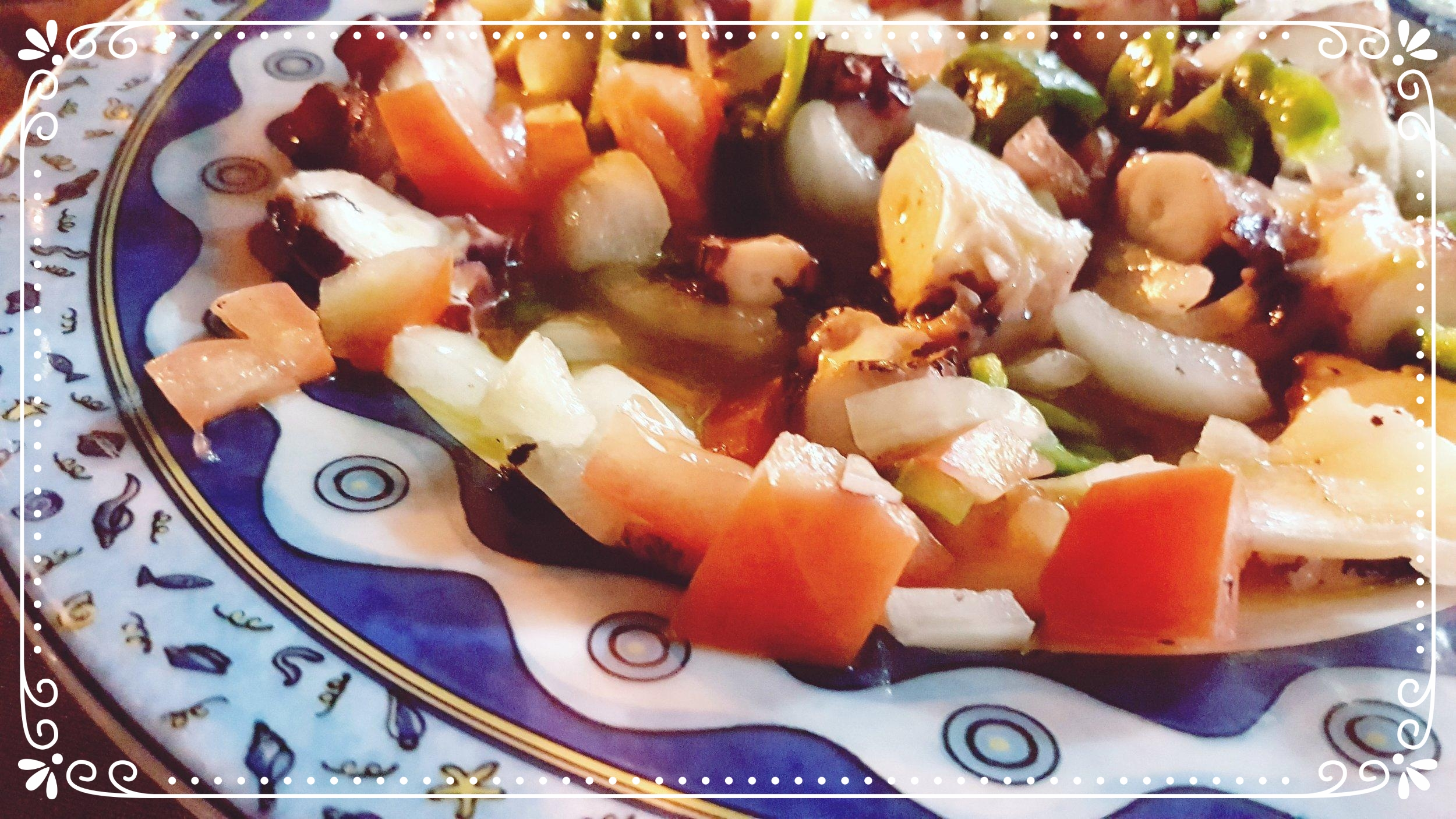 Lekker genieten van een frisse inktvis salade in Spanje