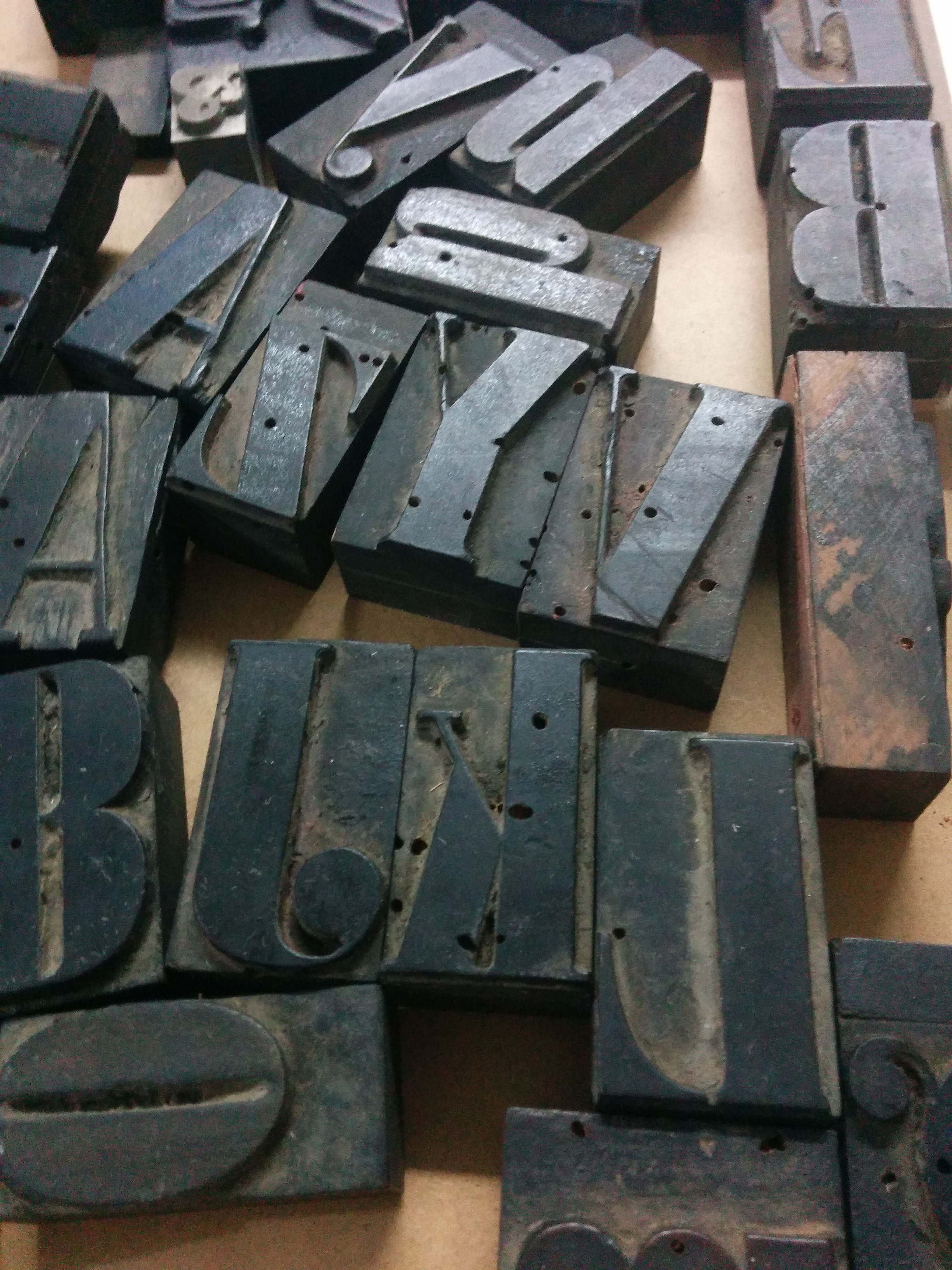Didone Wooden Font · Ready to be Restored