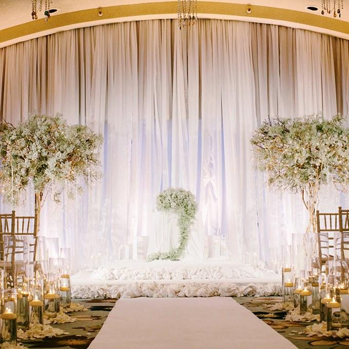 2016_bridescom-Editorial_Images-02-winter-wedding-details-large-21-Winter-Wedding-Ideas-from-Real-Weddings-Gladys-Gem.jpg