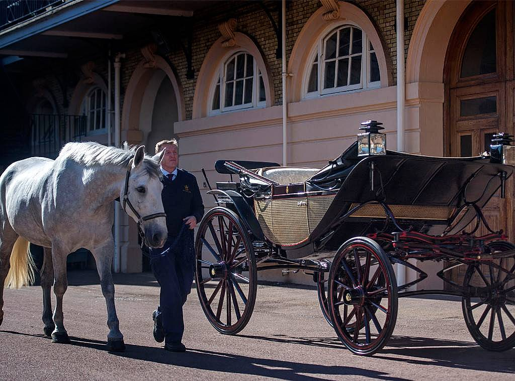 Ascot Landau carriage markle.jpg