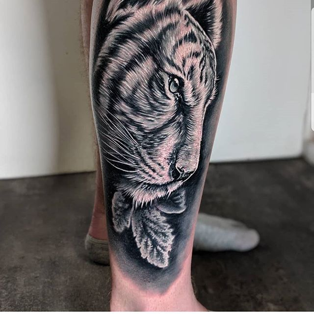 By @monny636 #realistictattoo #blackandgreytattoo #realism #UKTTA #colourtattoo #colourrealism #colourrealismtattooo #watercolourtattoo #tattooartist #tattooart #wolves #wolverhampton #watercolourtattoos #newink #freshink #ghostcartridges #barberdts #tattooart #art #graffitti