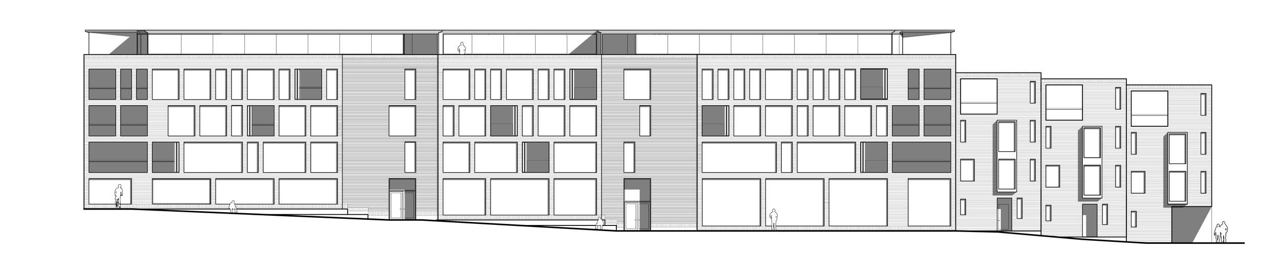 Facaden består af fem vertikale segmenter. Yderst er ganggruppefællesområderne, dernæst trappetårnene og i midten de store fællesfunktioner. Dette skaber en sammenhængende gadefacade, der i kraft af de fem segmenter fremstår med varierende karak- ter, og dermed opleves som mindre huse der spiller sammen med konteksten. Bygningens stueplan følger gadens faldende terræn og går derved i dialog med omgivelserne og skaber mulighed for ind- og udkig samt ophold på bygningen.