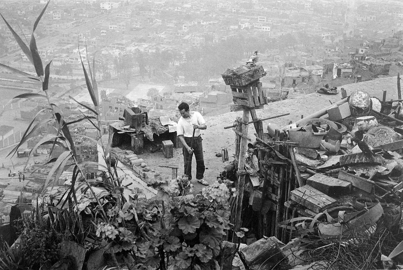 Enrique Watanabe / El palomar / El Agustino, Lima, 1986. © TAFOS