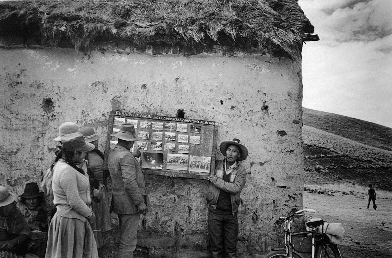 Jacinto Chila / Periódico mural en Alto Collana / Melgar, Puno. 1989. © TAFOS