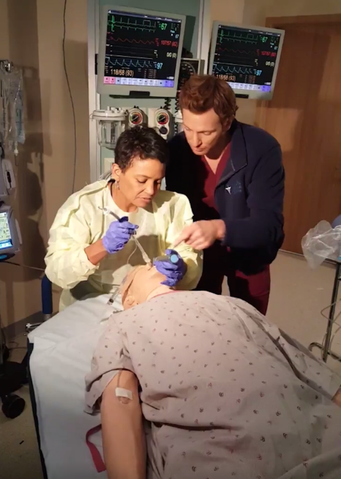 Teaching intubations! Not every one is successful… — @TheNickGehlfuss #OneChicagoDay #OneChicago @NBCChicagoMed
