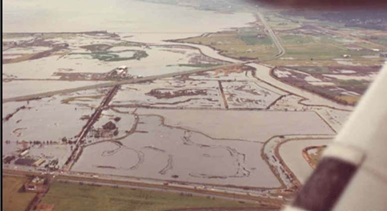 Storm Surge flooding in Surrey Dec 1982.jpg