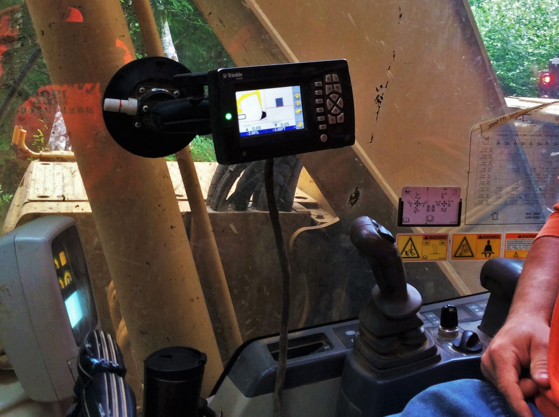 Trimble enabled excavators allowed Ohrberg Excavation operators to efficiently and accurately restore slopes to engineered specifications.