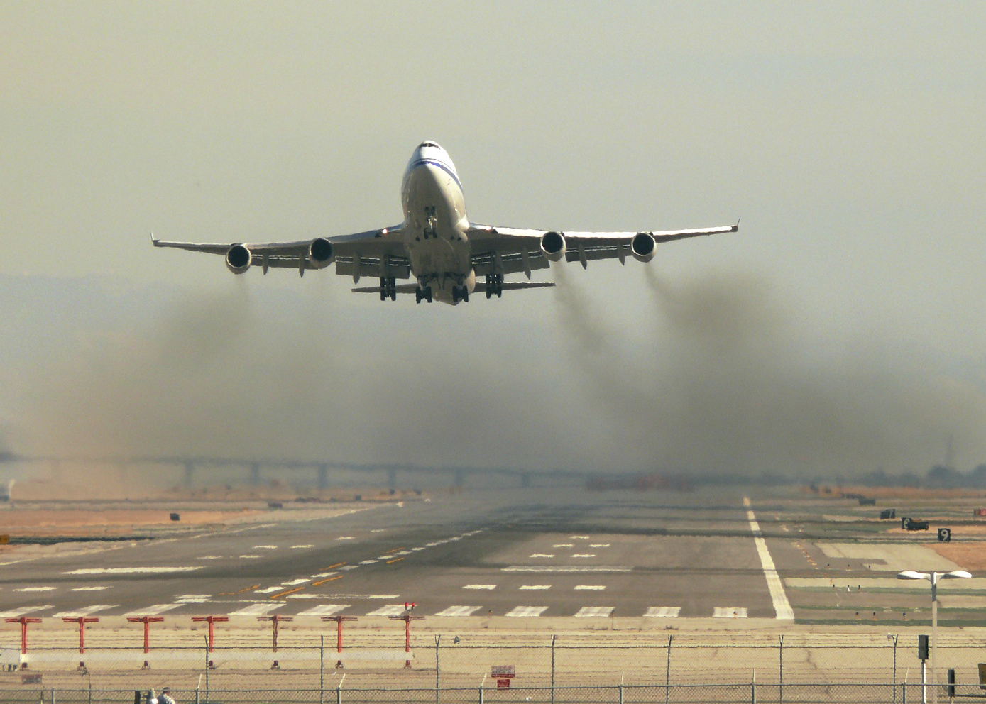 A Boeing 747 takes off from San Francisco International Airport (Photo copyright ©dsleeter_2000 via Flickr Creative Commons).