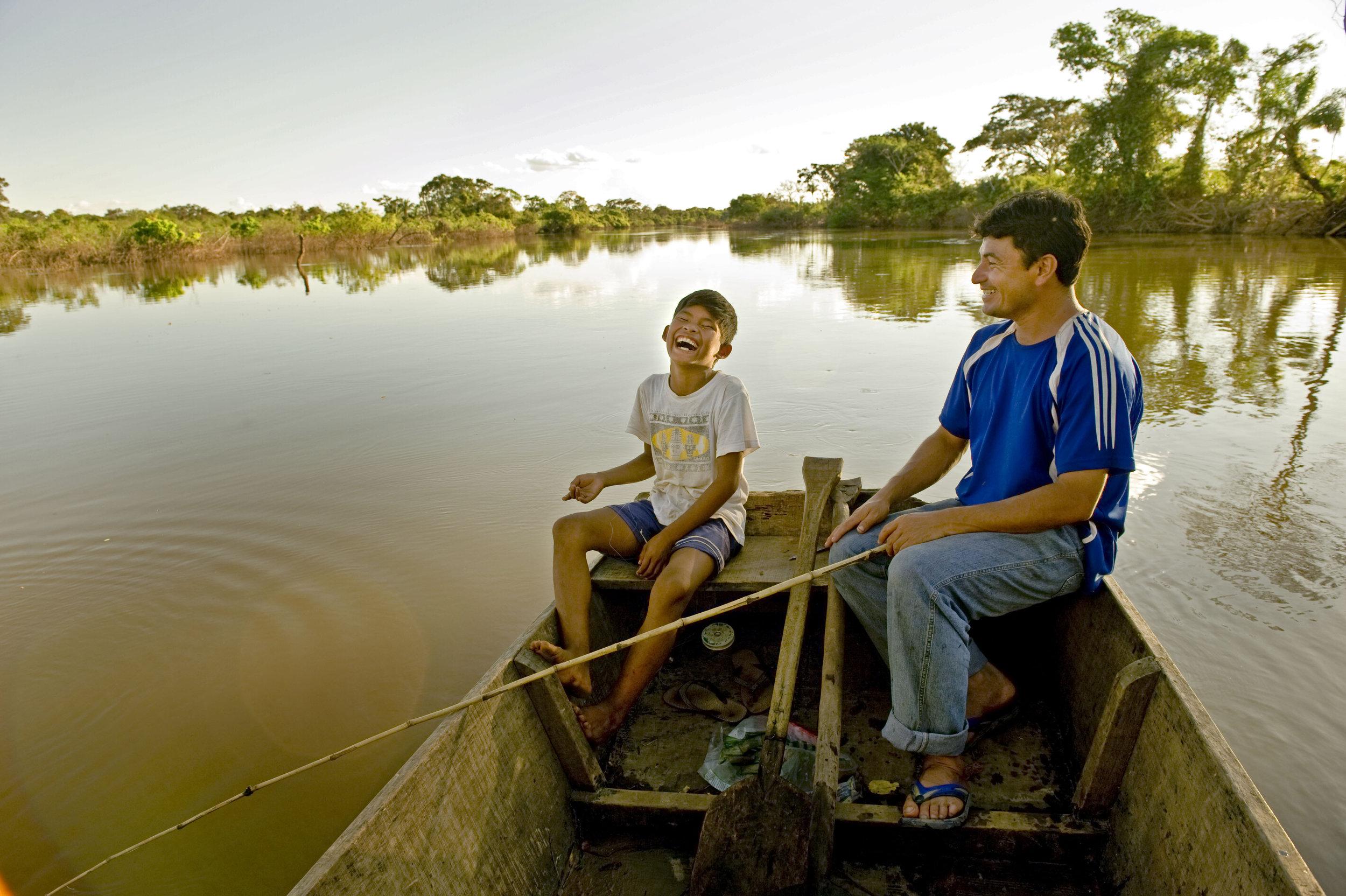 Villagers fishing on the river at Cururu, Bolivia (Photo © Ami Vitale/TNC)