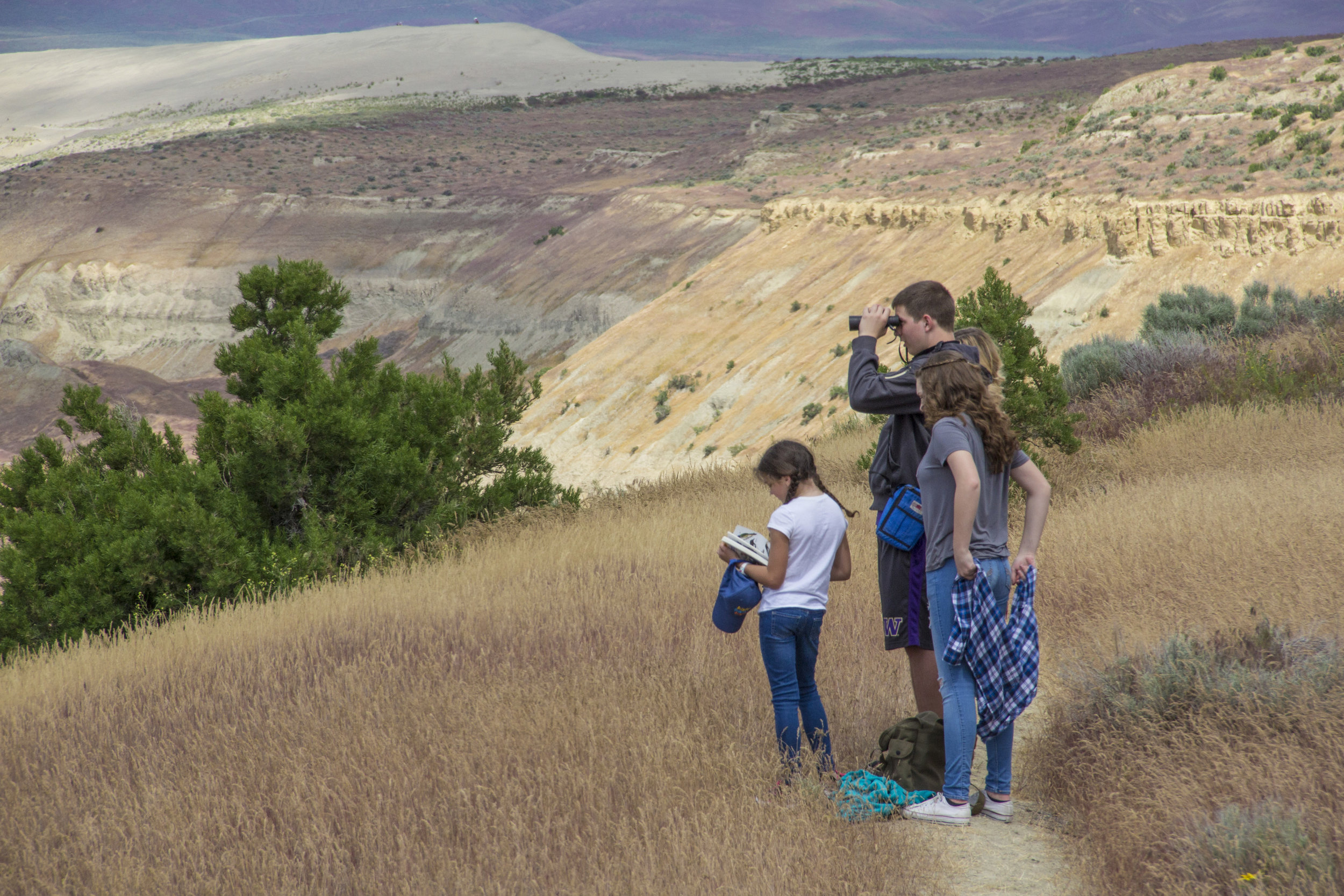 Young visitors to Hanford Reach learn about the birds that make the Hanford Reach National Monument their home. Photo by Joel Rogers.