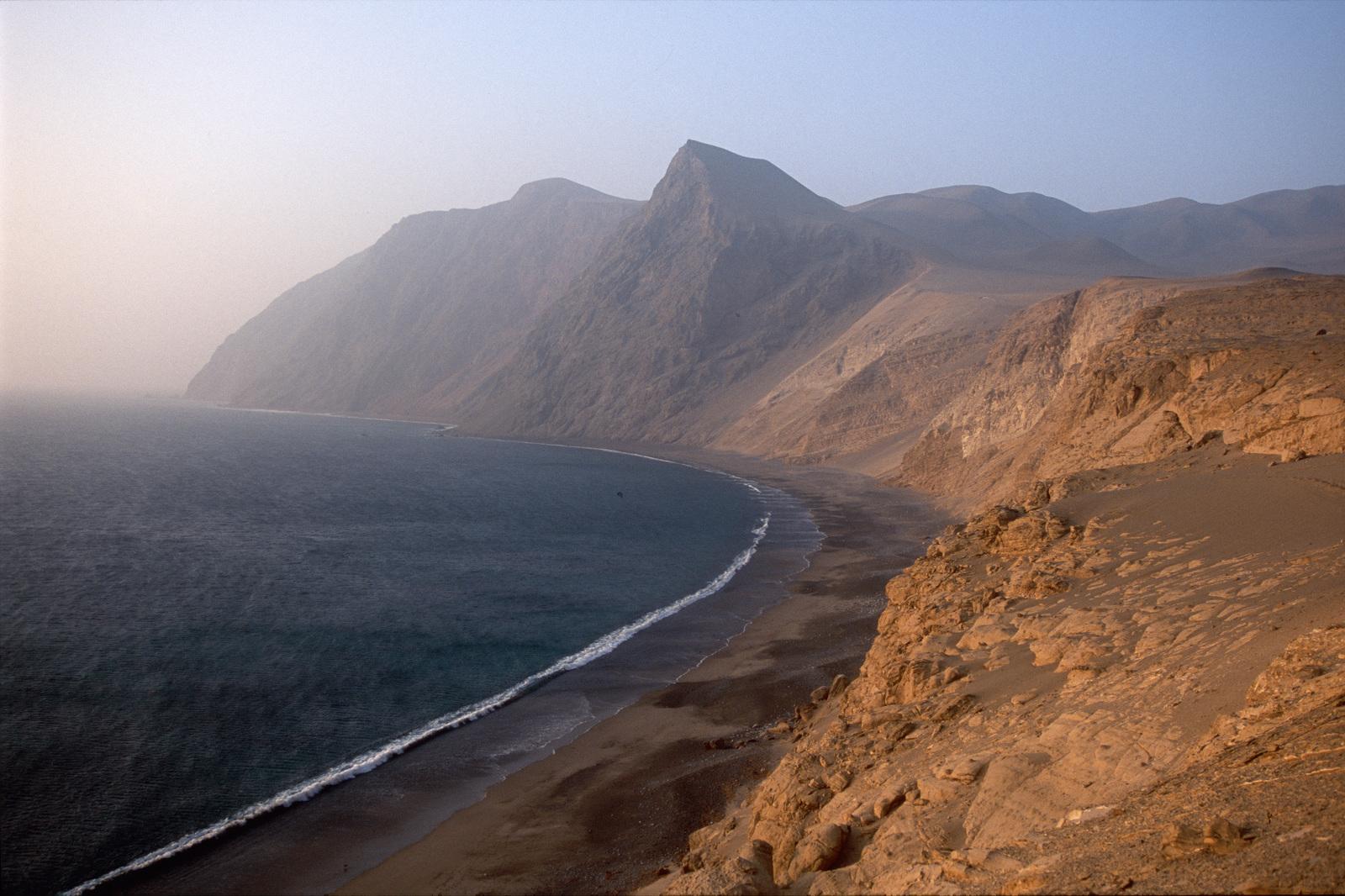Mountains meet the sea along the coastline of Peru. Photo ©Cristobal Corral Vega.