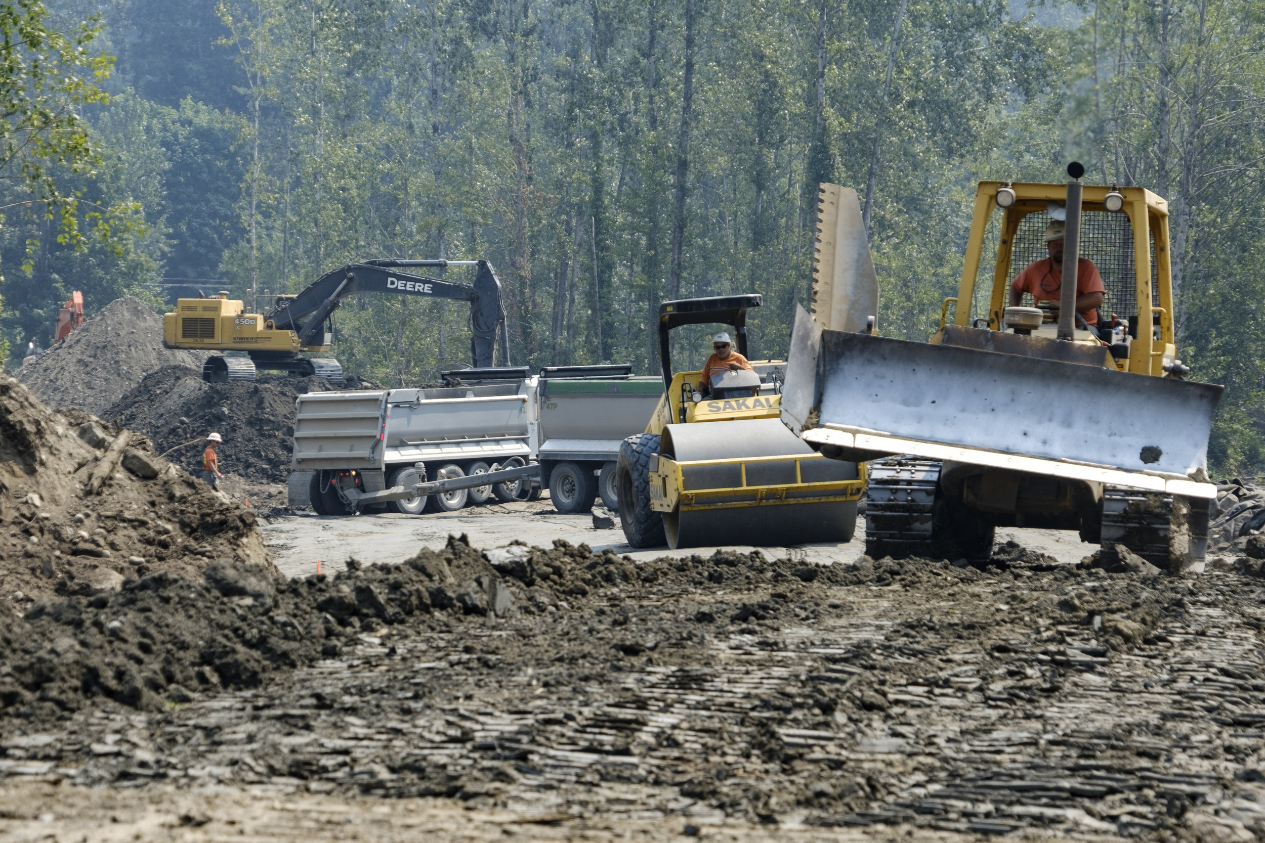 Constructing the new setback levee near Deming. Photo ©Julie Morse/TNC