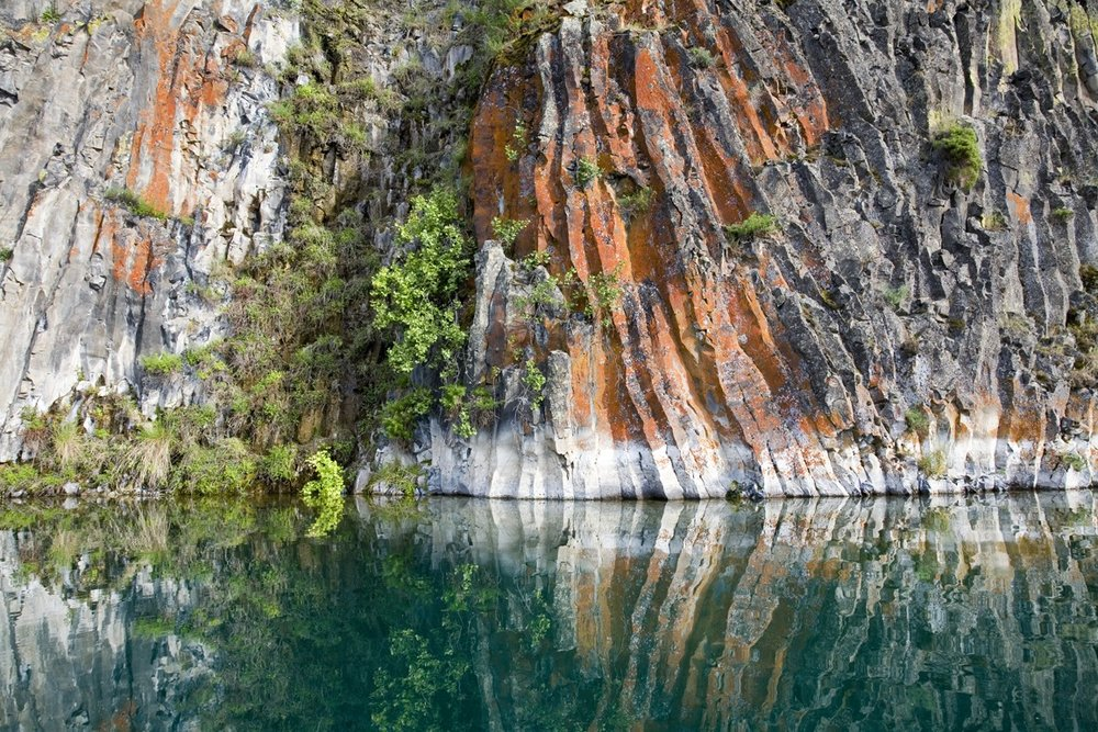 Columnar basalt at Deep Lake in Sun Lakes State Park, Grant County, heaven for geology geeks and boaters of all sorts. Photo by John Marshall.