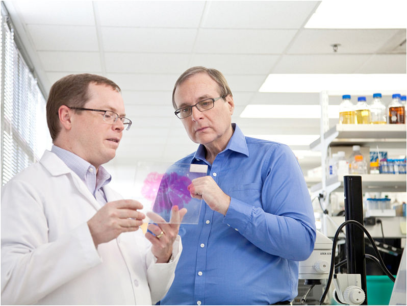 Paul G. Allen studies a brain sample with Allen Institute for Brain Science CEO Allan Jones. Via Vulcan.