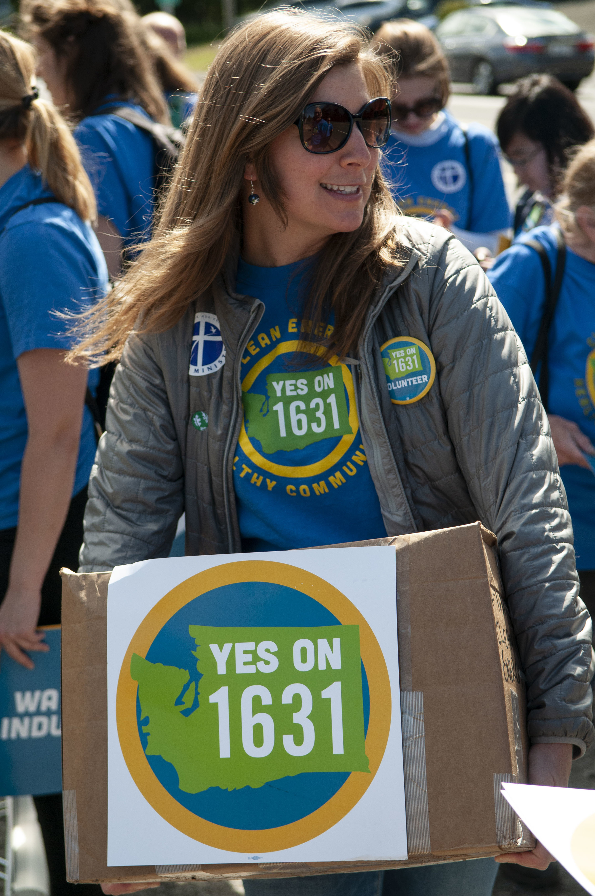 Lauren Miheli delivers signatures for I-1631 to the Secretary of State's Office in Olympia on July 2. © Nikolaj Lasbo / TNC