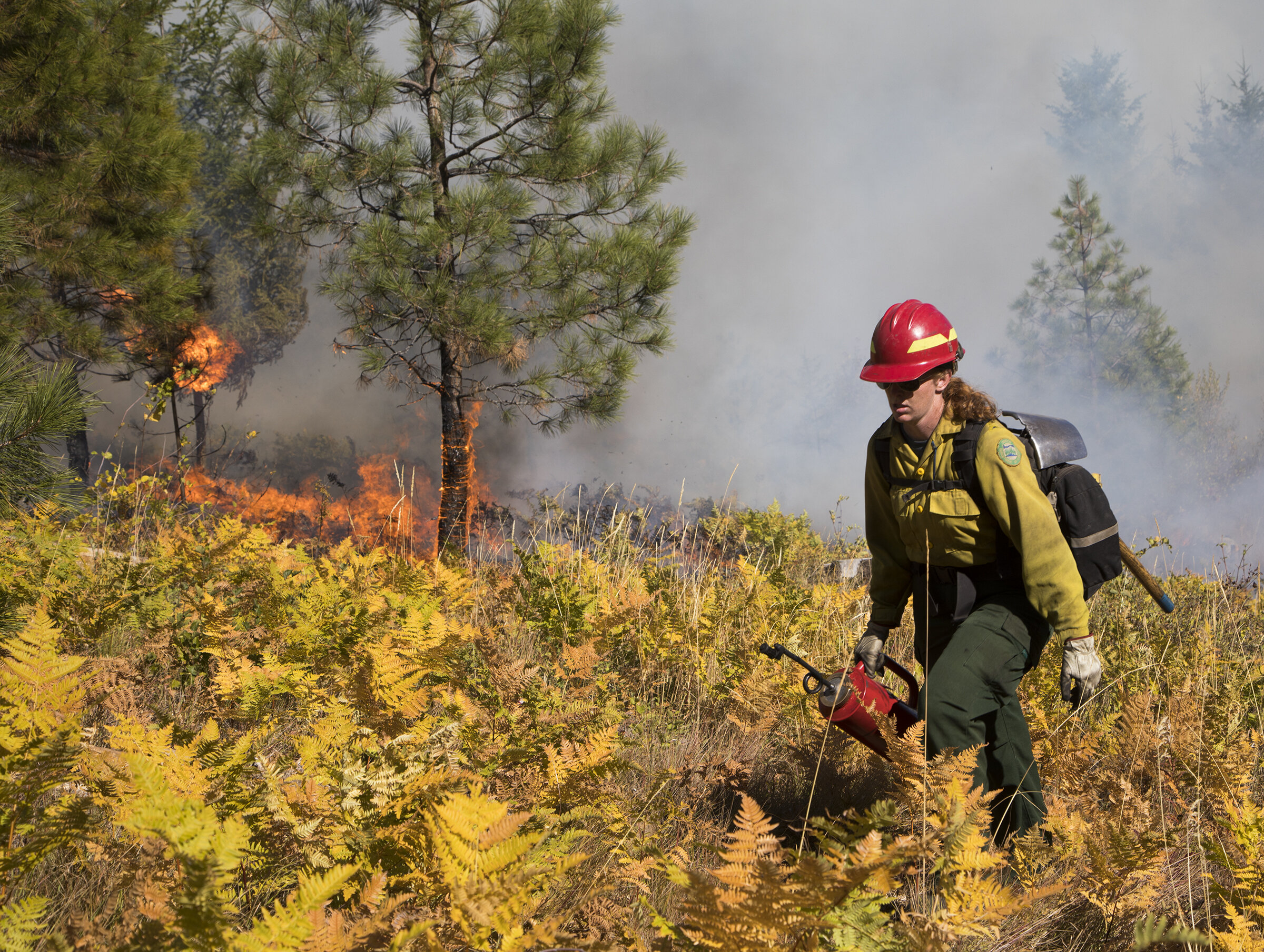 Kara Karboski, lead organizer for the training, coordinator for the Washington Prescribed Fire Council, on a controlled burn on private land near the town of Roslyn and adjacent to TNC land on Cle Elum Ridge in 2017. Photo © John Marshall.