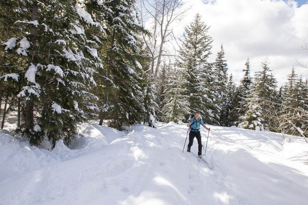 Emily nordic xc skiing central cascades by Hannah Letinich.jpg