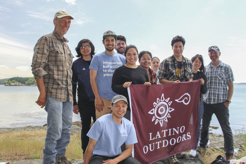 Youth and adults from Latino Outdoors visit The Nature Conservancy's Yellow Island Preserve, before the COVID pandemic shut down field trips. TNC is beginning to plan some limited field trips with COVID safety protocols in place.  © TNC/Alfonso Orozco