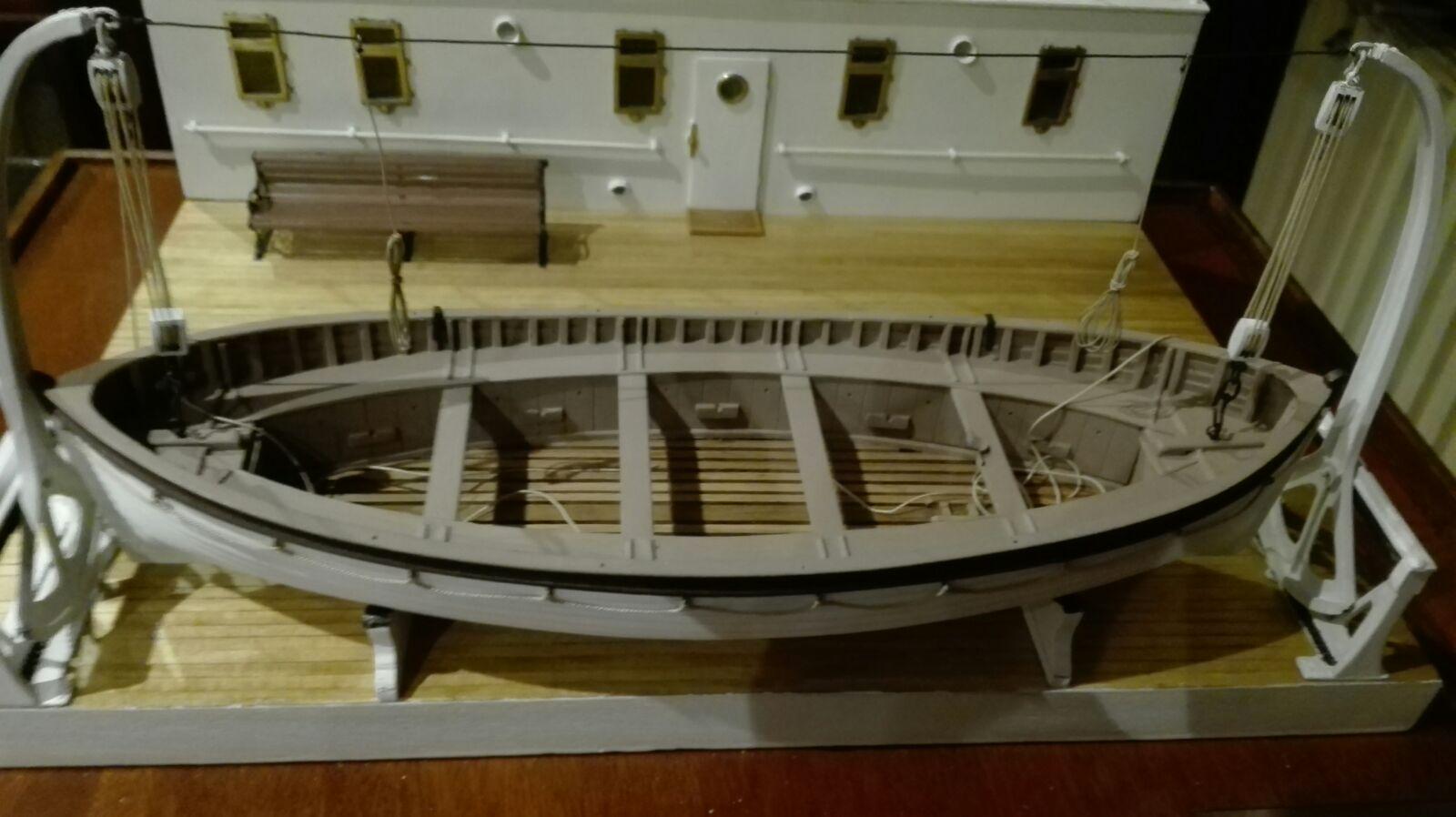 Maqueta amb la reproducció a petita escala d'un dels bots salvavides del Titànic.