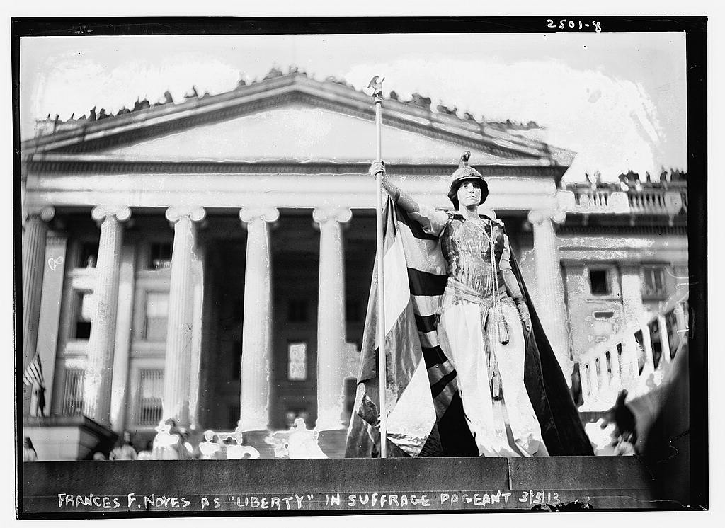 [Hedwig Reicher as Columbia] in Suffrage Parade