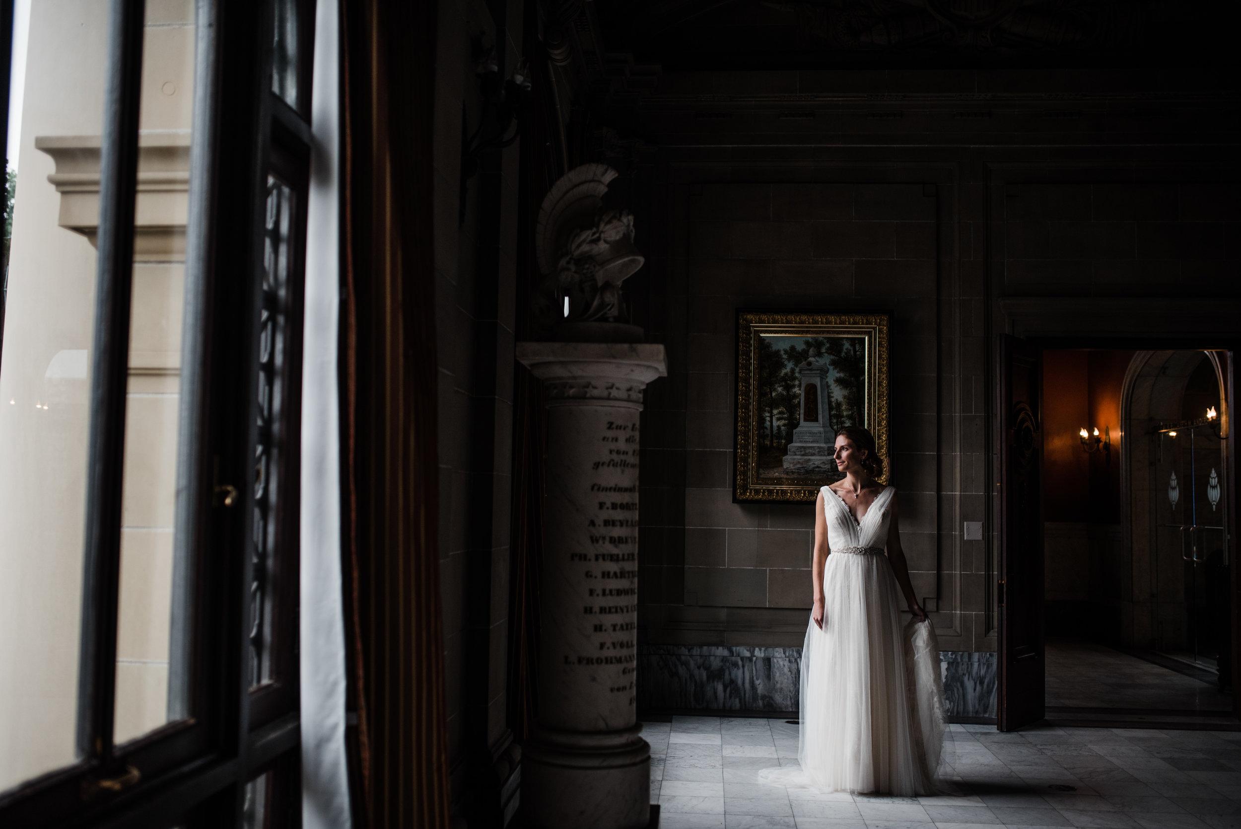 cincinnati-wedding-photographer-chelsea-hall-photography-memorial-hall-7.jpg