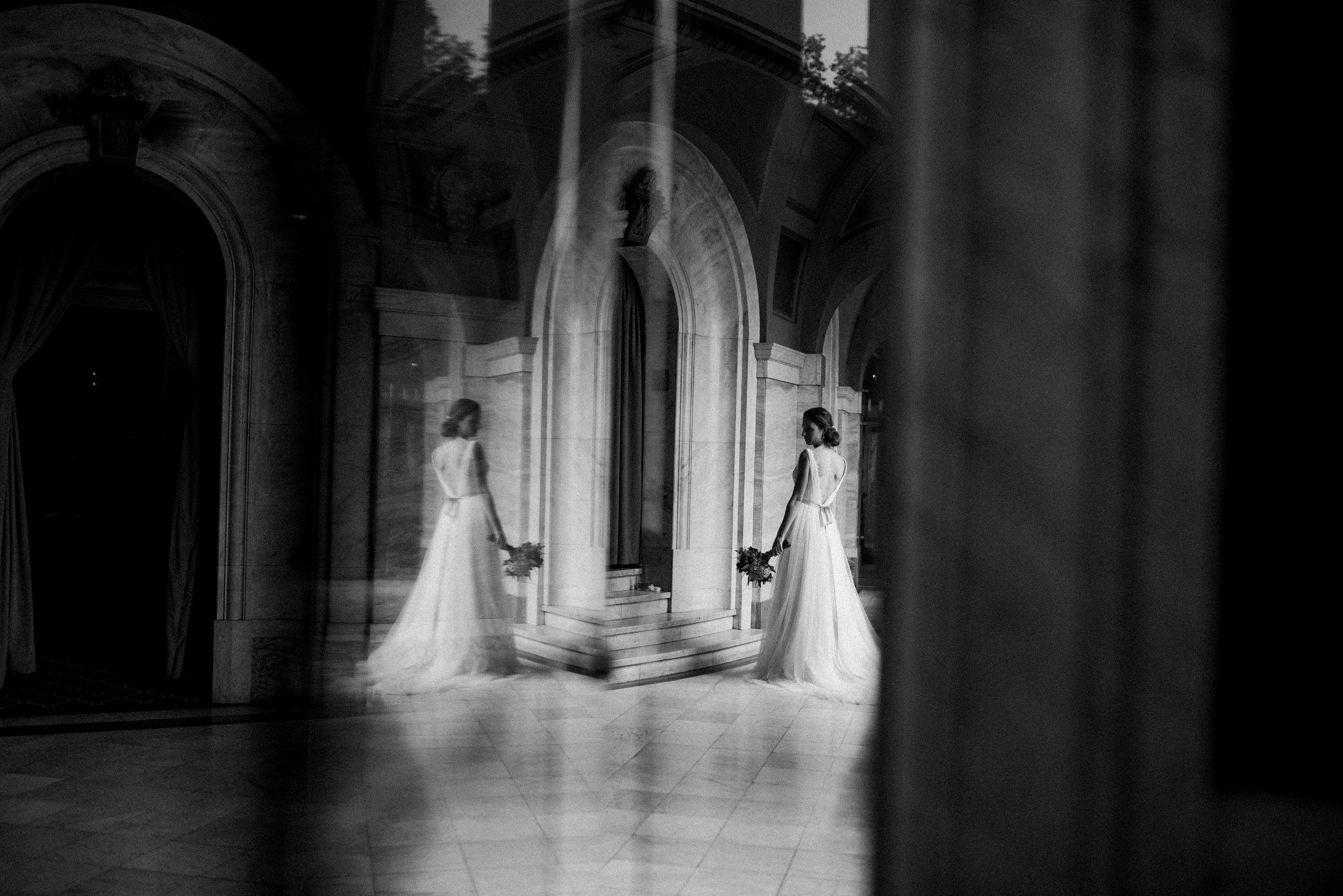 cincinnati-wedding-photographer-chelsea-hall-photography-memorial-hall-11.jpg