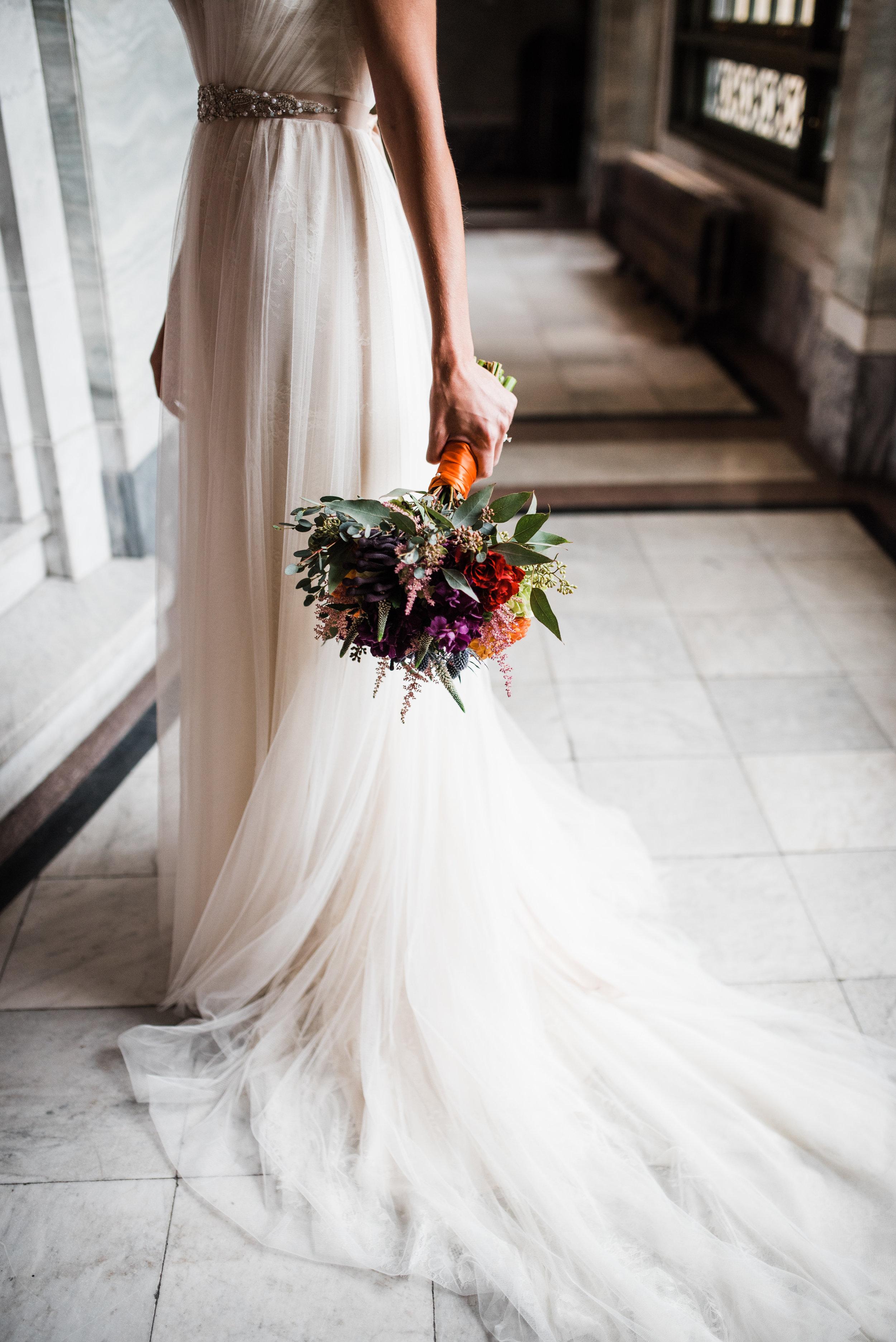 cincinnati-wedding-photographer-chelsea-hall-photography-memorial-hall-12.jpg