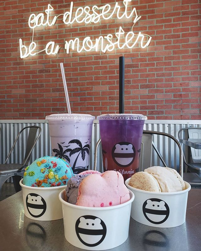 Trying all the delicious desserts in LA and what's better than macaroon ice cream and tasty boba? What an amazing combo. @snowmonsteroc really knows how to satisfy both my ice cream and boba cravings! 🍨🍦🌑 . . . . . . . . . . #foodporn #foodie#foodlover#food#foodblogger #photooftheday#picsoffood #dessert #macarons #macaronicecream #snowmonster #boba #milktea #taromilktea #icecream #sweettooth #sweets #yummy #tasty #lafoodie #dessertstagram #instafood #foodphotographer #foodstagram