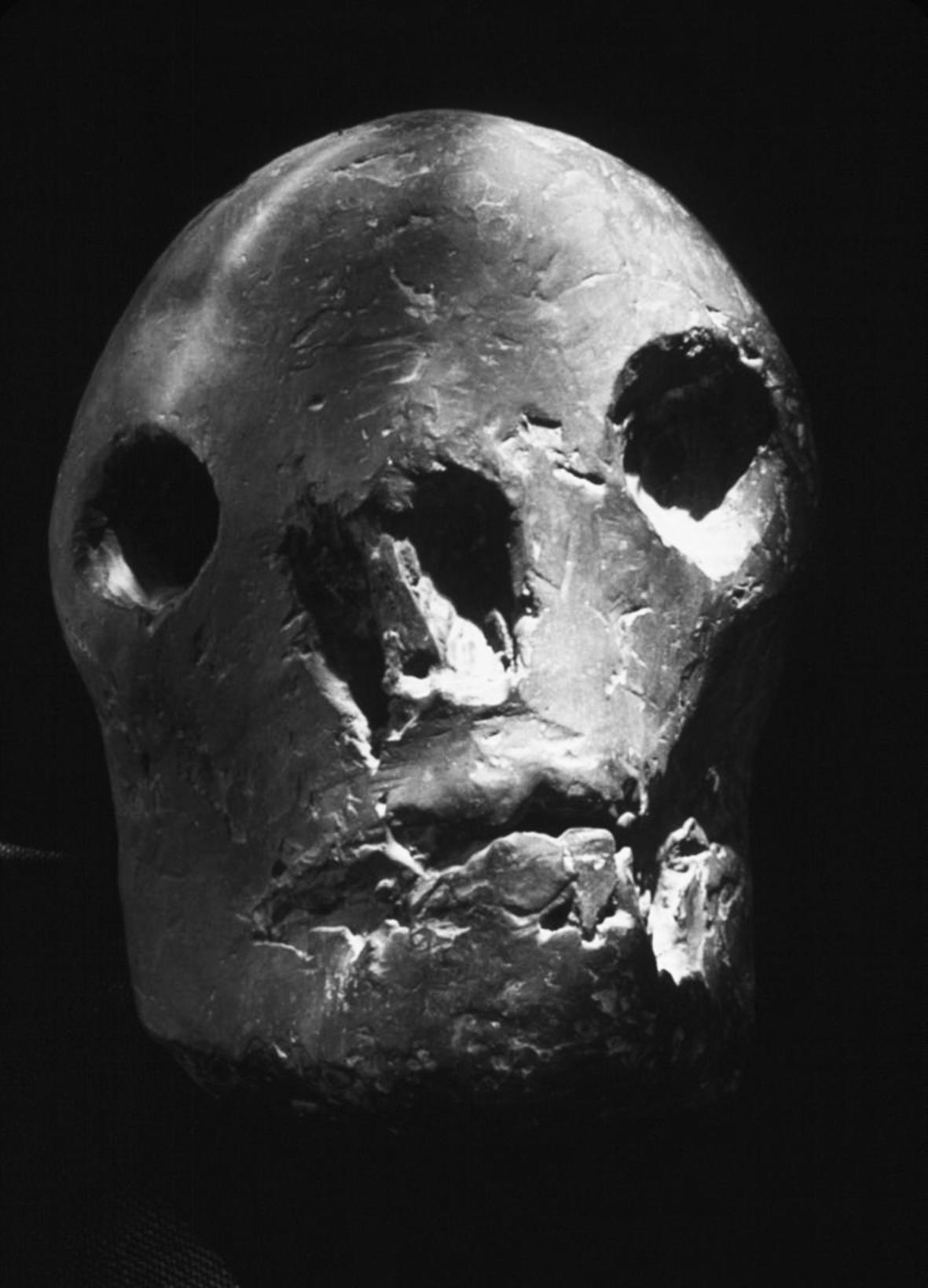 Picasso, Cabeza de Muerto, 1943.jpg