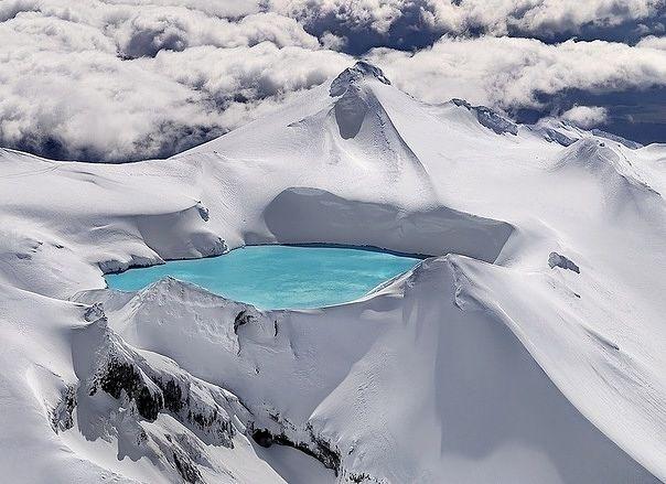 Emerald Lake, Tongariro National Park, New Zealand.jpg