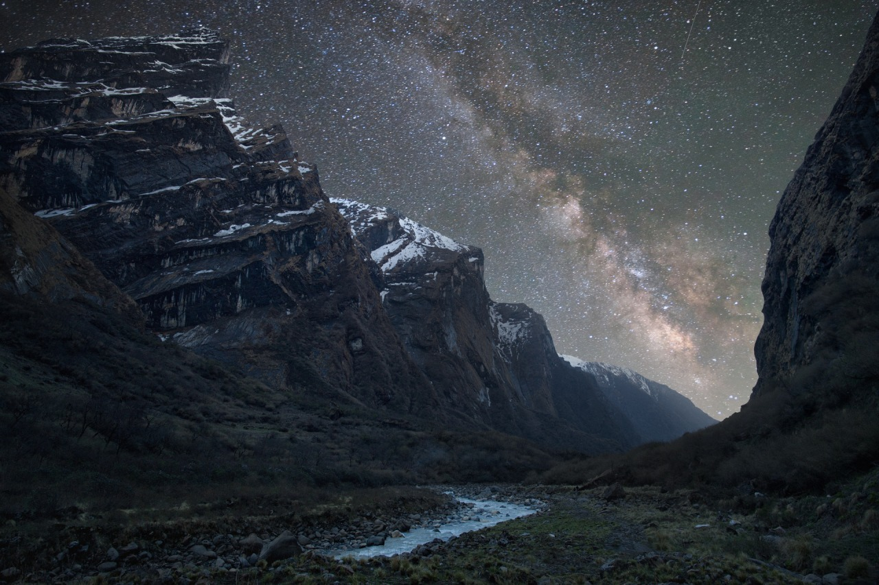 Modi Khola valley in the Nepalese Himalayas.jpg