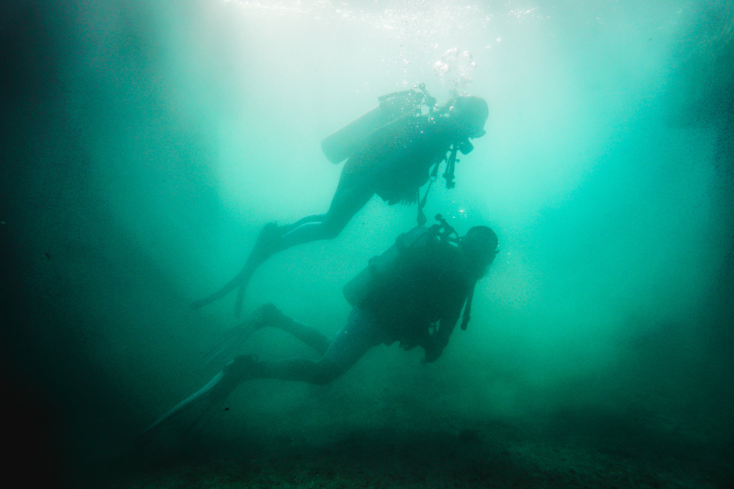 olapi-creative-underwater-engagement-session-blue-heron-bridge-florida4