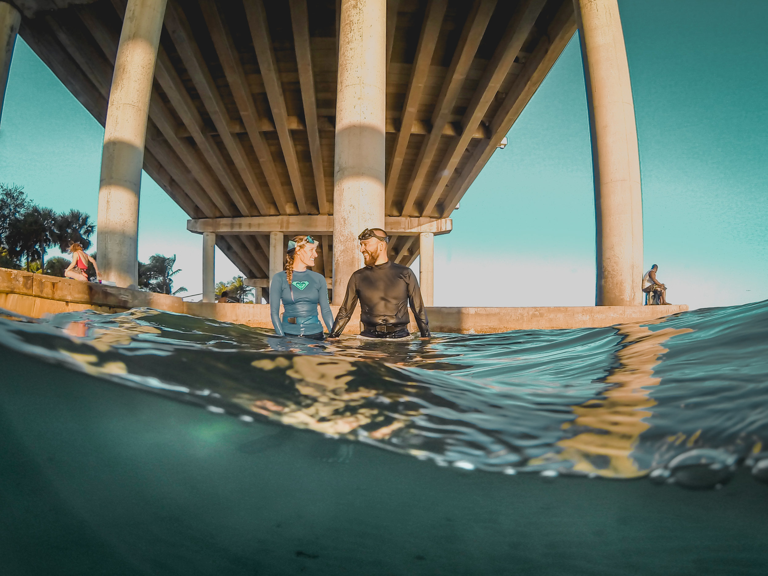 olapi-creative-underwater-engagement-session-blue-heron-bridge-florida13