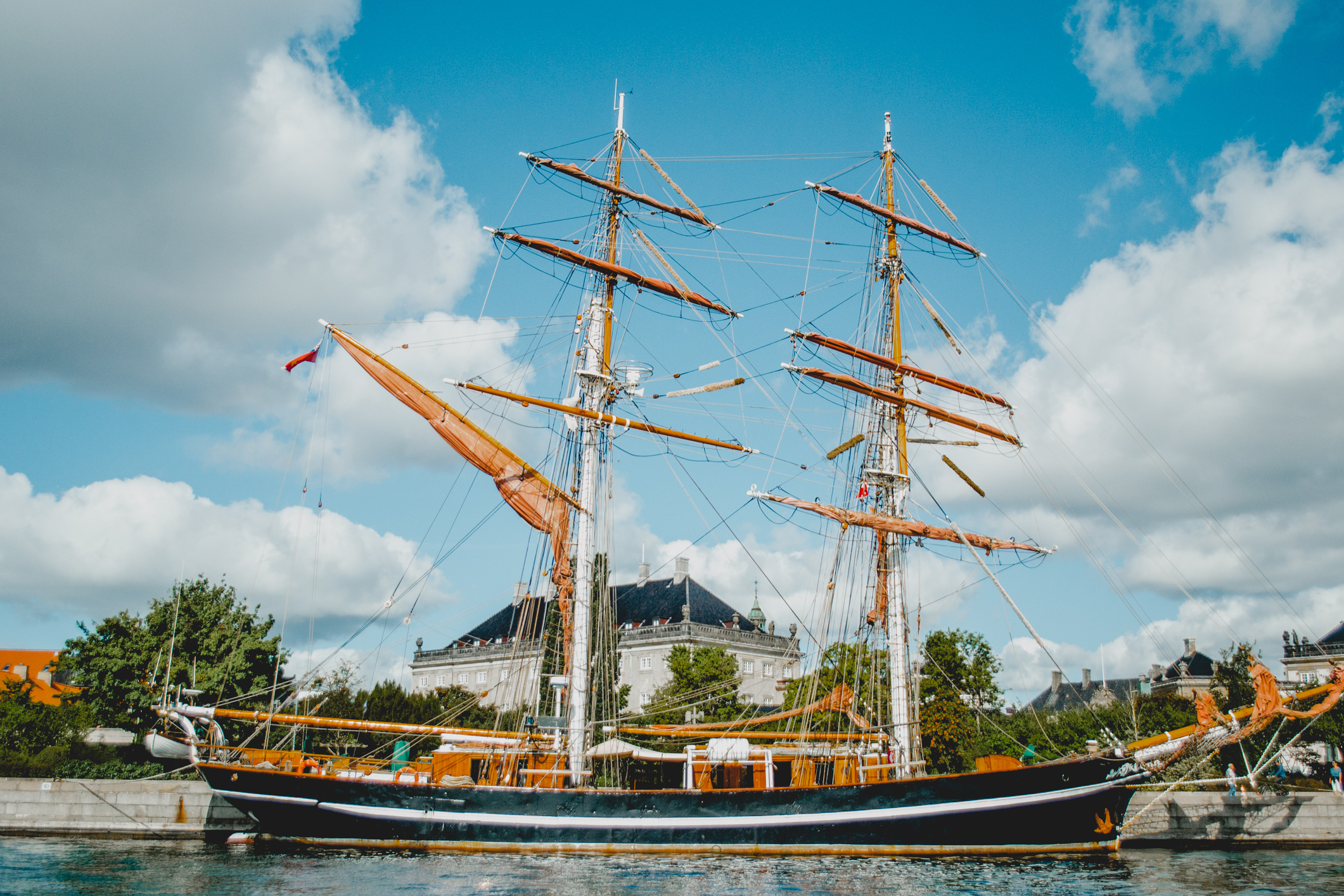olapi-creative-travel-guide-copenhagen-boats