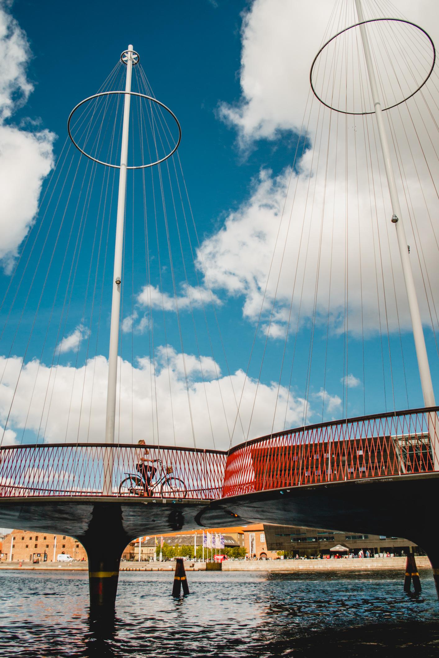 olapi-creative-travel-guide-copenhagen-pedestrian-bridge