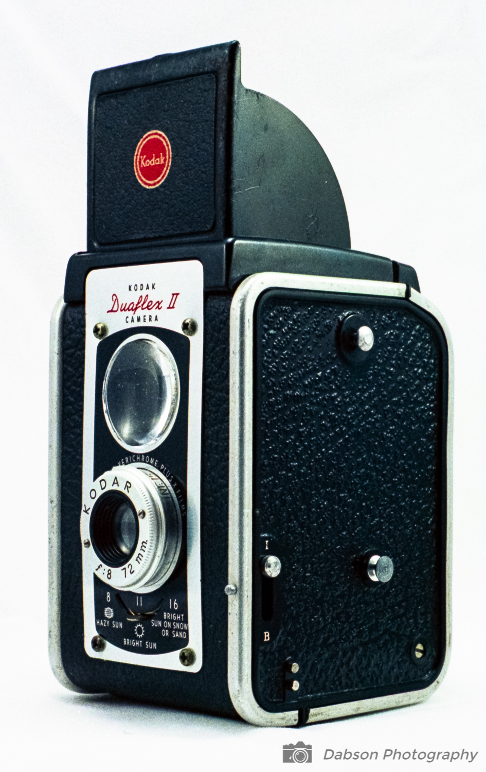 - Even with the viewfinder raised the camera is easily held with one hand, leaving the second hand free to actuate the shutter button.The Duaflex II is compatible with an optional flash attachment.  This attachment mounts to the left side of the camera to the lugs shown in the photo. There is a shutter speed setting to use 'B' setting for Bulb mode.  The speed used for flash photography would depend on which type of flash bulb is used.