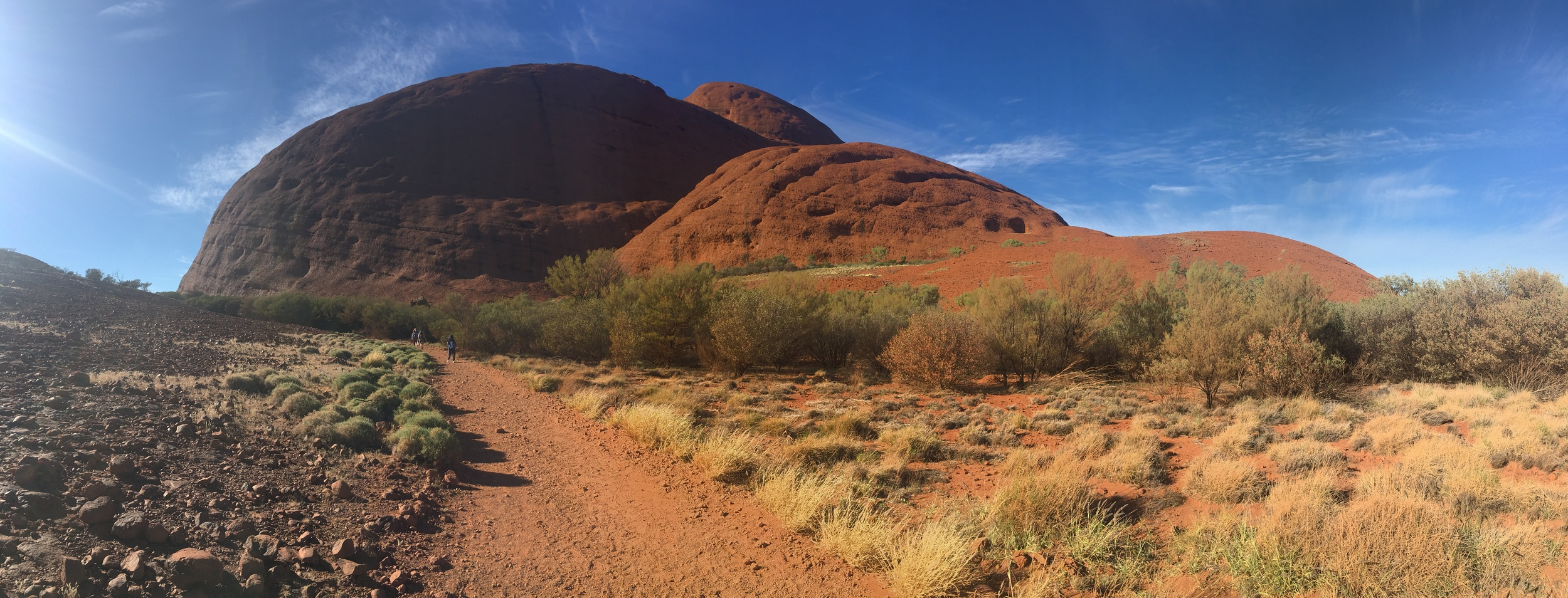 Walking into Kata Tjuta