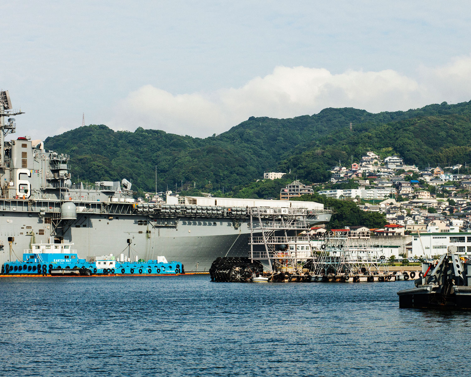 USS Bonhomme Richard in Juliet Basin (Sasebo, Japan 2014)