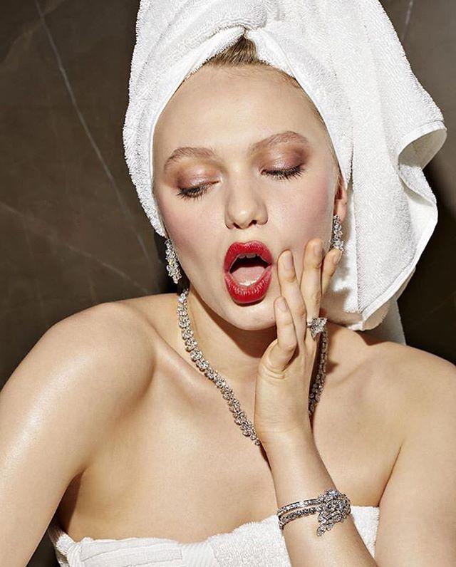 new work for @voguebrasil x @harrywinston 💍💎💍 with such a lovely team 📸 @pedroarieta 💄 @anasiqueiramua 💃 @katherineann.moore . . . . . . #diamonds #harrywinston #vogue #voguebrazil #fashionstylist #jewelry #treatyoself #fashion #feature #style #diamond #luxury #bijoux #joias #luxo