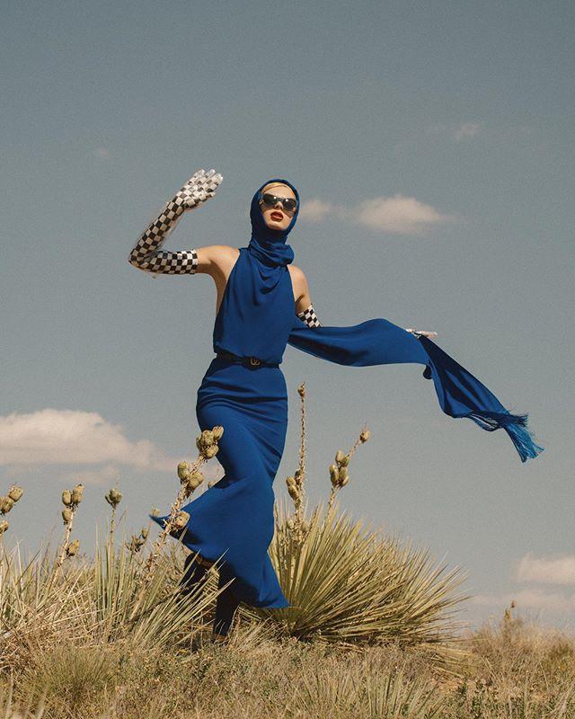𝙝𝙚𝙮 𝙜𝙞𝙧𝙡, 𝙙𝙤𝙣'𝙩 𝙢𝙞𝙨𝙨 𝙮𝙤𝙪𝙧 𝙪𝙗𝙚𝙧 🚖 @vogueportugal @versace @lauraokita_official @christinecherbonnier @kiyoigarashi @kylievonnahme  #fashion #fashioneditorial #versace #priscillaqueenofthedesert #vogue #vogueportugal #fashionphotography