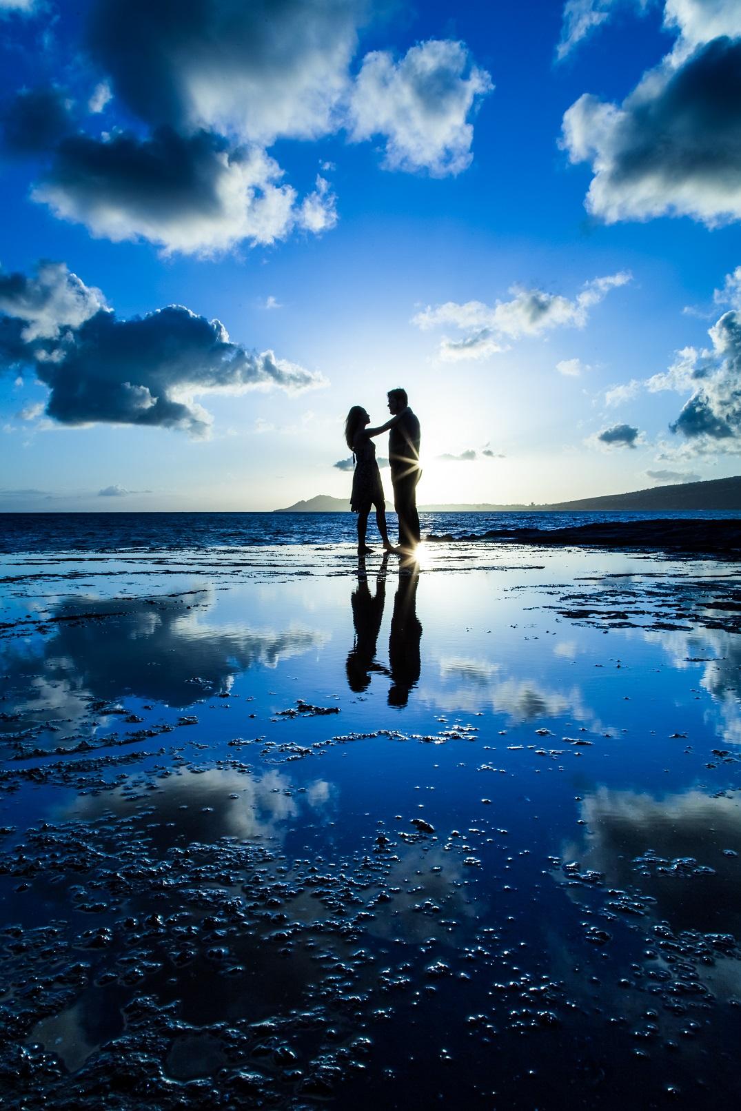 honolulu photographer silhouette beach sunset ocean reflection pool