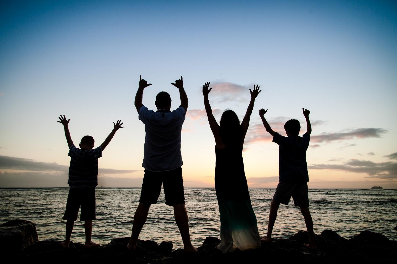 oahu family beach portraits silhouette