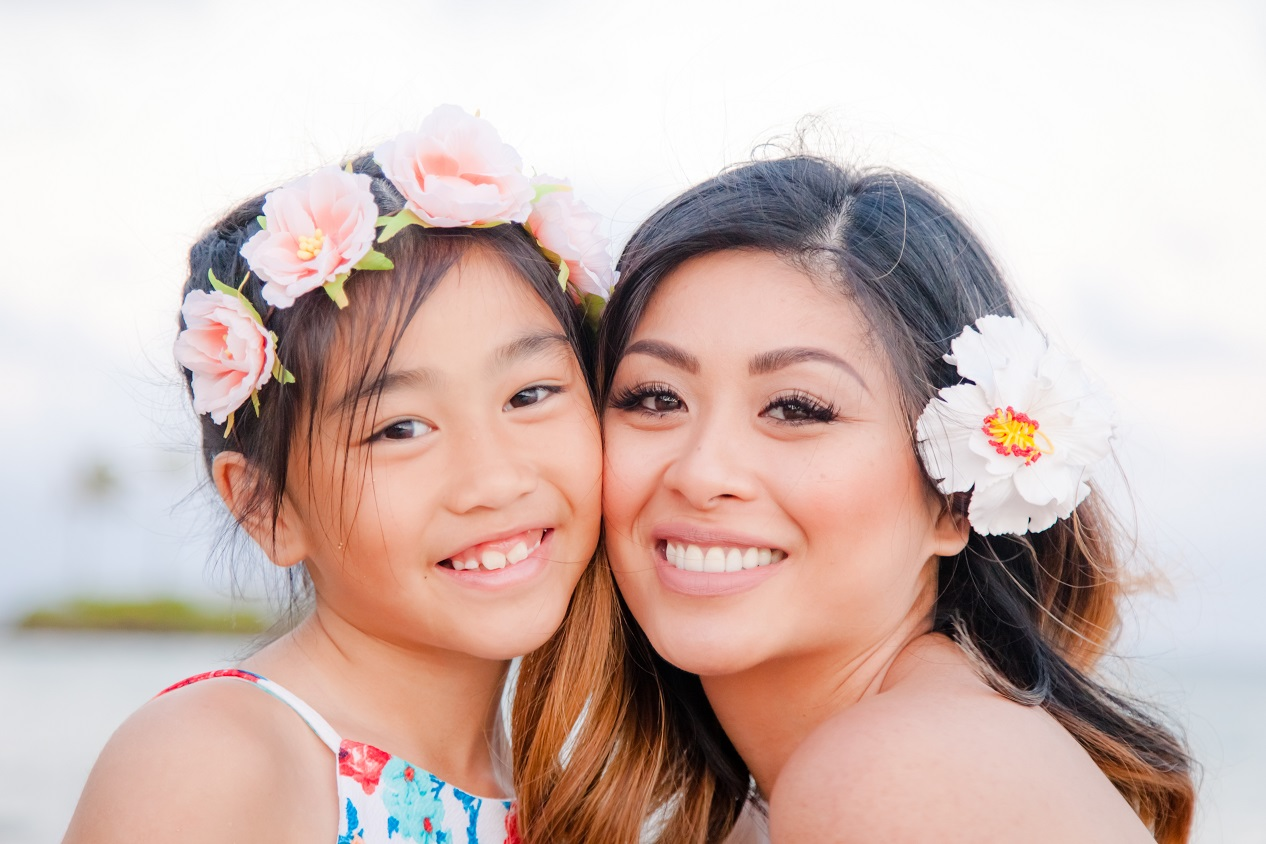 mother daughter family portrait hawaii oahu