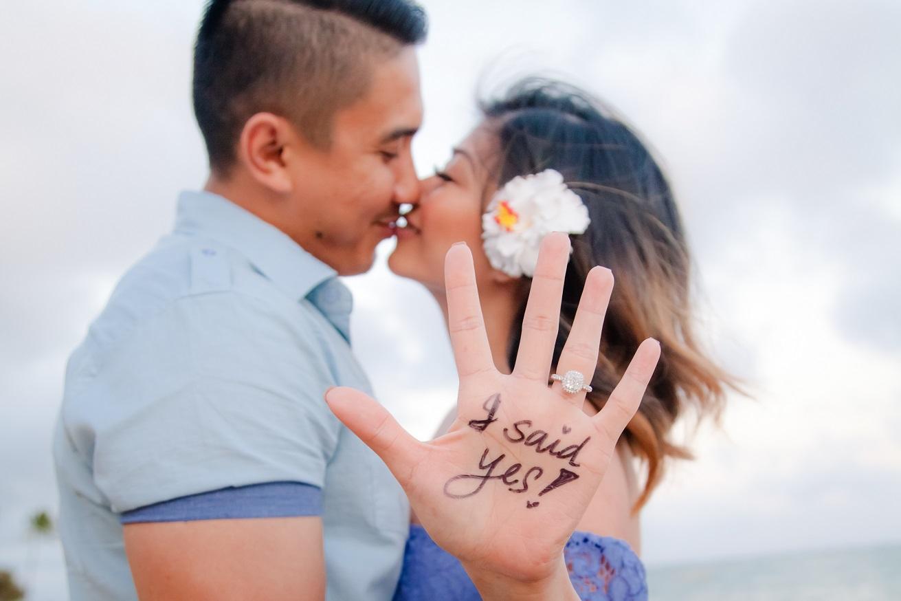 oahu beach engagement photography